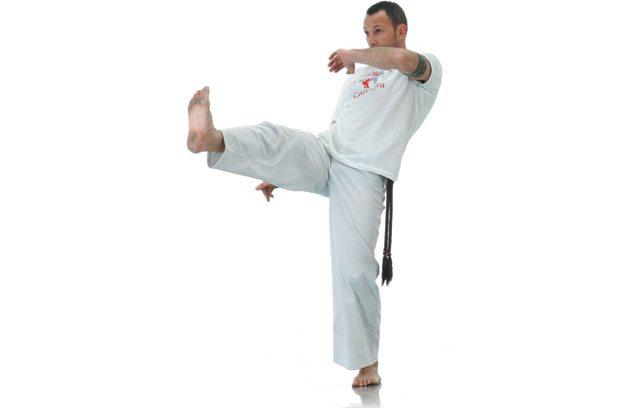 6 movimentos básicos da capoeira