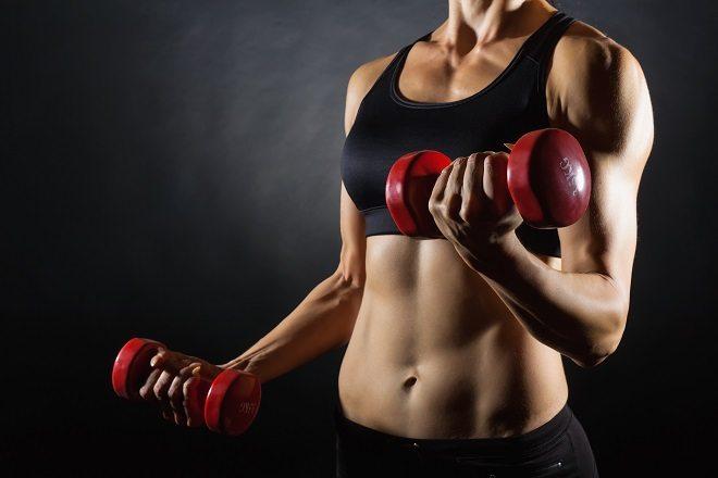 Musculação: quando usar pesos e quando usar barra
