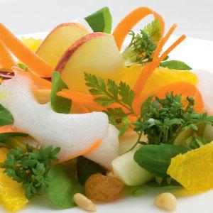 Receita: Salada de maçã, cenoura e iogurte