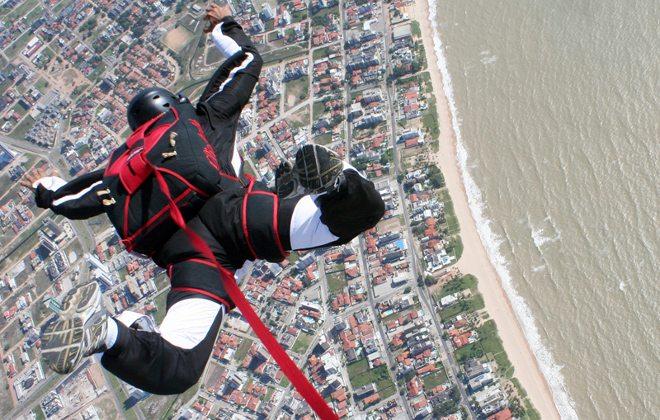 5 lugares paradisíacos para saltar de paraquedas no Brasil
