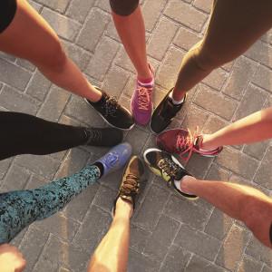 Conheça os benefícios de se exercitar com amigos