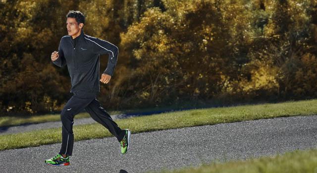 Homem correndo para evitar lesões