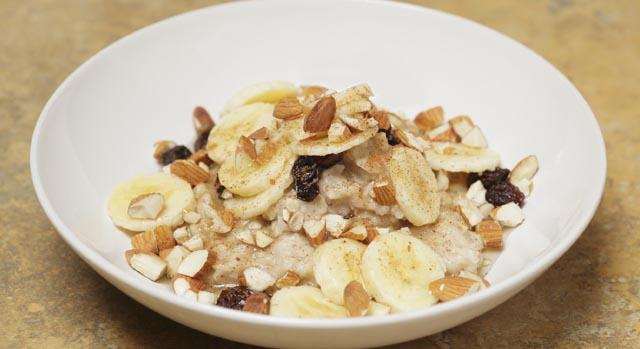 sugestão de café da manhã com banana para dieta vegetariana ou vegana