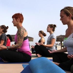 5 posturas de yoga para melhorar seu treino