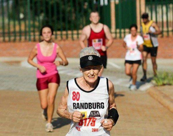 Atleta de 85 anos corre meia maratona em 2h12min
