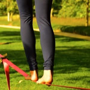 Na corda bamba: conheça 6 benefícios do slackline