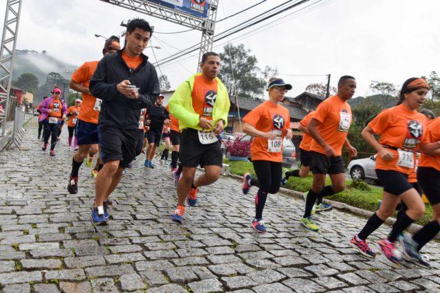 Descendo a ladeira na Muralha Up and Down Marathon