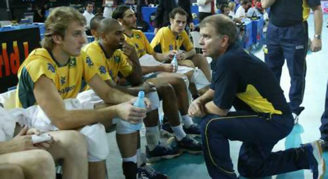 André Heller conversa com Bernardinho durante pedido de tempo