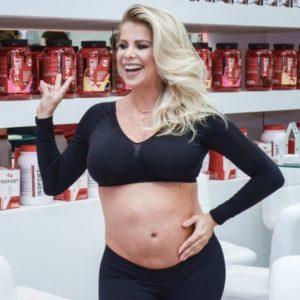 Karina Bacchi revela sua rotina para manter a forma durante a gravidez