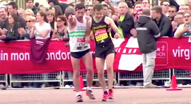 Maratona de Londres registra belo exemplo de solidariedade